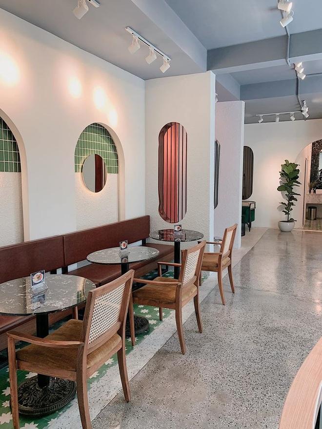 """""""Vương quốc"""" cà phê của Sài Gòn lại xuất hiện thêm 3 quán mới toanh với phong cách hoàn toàn khác biệt, hậu cách ly lại có chỗ sống ảo rồi! - Ảnh 8."""