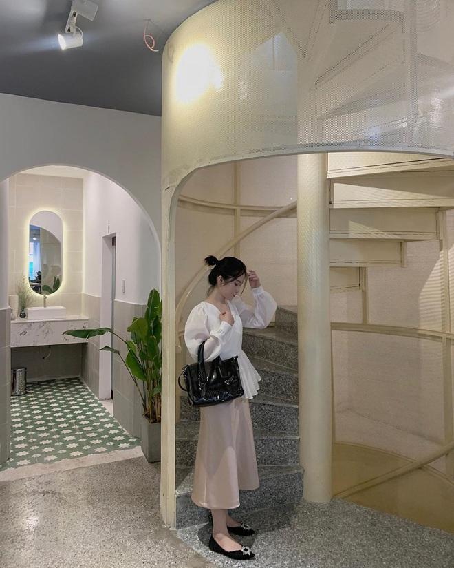 """""""Vương quốc"""" cà phê của Sài Gòn lại xuất hiện thêm 3 quán mới toanh với phong cách hoàn toàn khác biệt, hậu cách ly lại có chỗ sống ảo rồi! - Ảnh 7."""