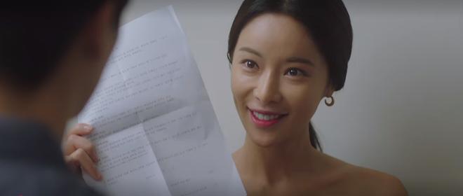 Mystic Pop-up Bar tập 2: Dì hai Hwang Jung Eum tuyển chạy bàn như săn trai về làm tay vịn, lừa chú bé U25 kí hợp đồng nô lệ? - ảnh 8
