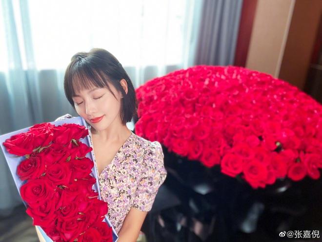 Rầm rộ tin Dương Mịch nhận 999 đoá hồng do tình trẻ tặng nhân ngày Tỏ tình, ai dè dân tình ngã ngửa khi biết sự thật - Ảnh 6.