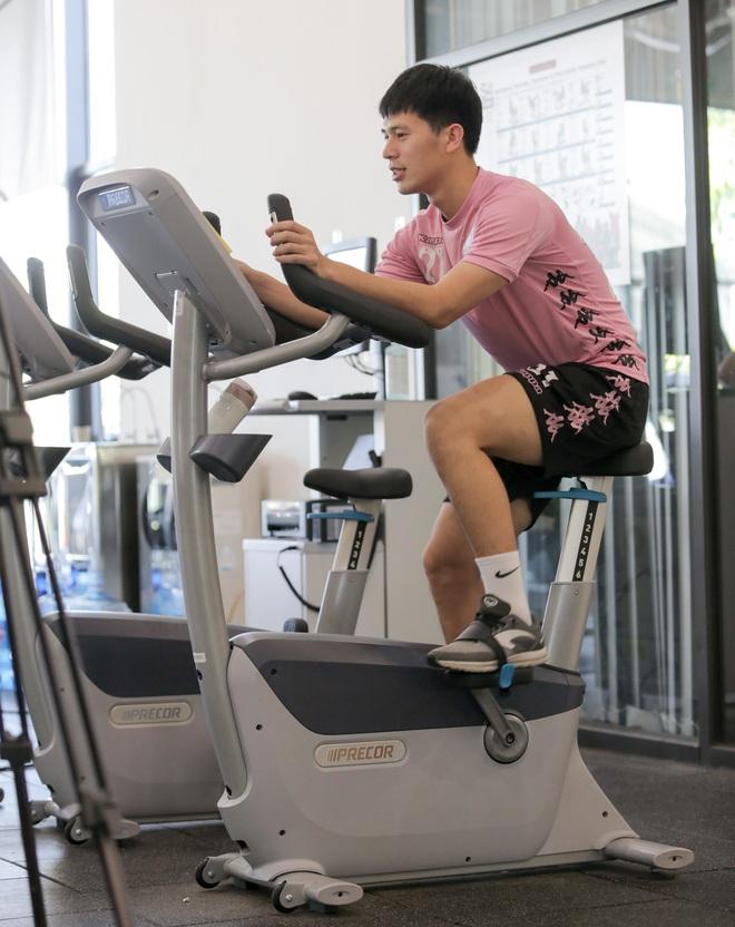 Đình Trọng nhăn nhó khi tập đạp xe, than thở: Em không muốn nói chuyện nữa luôn - ảnh 2