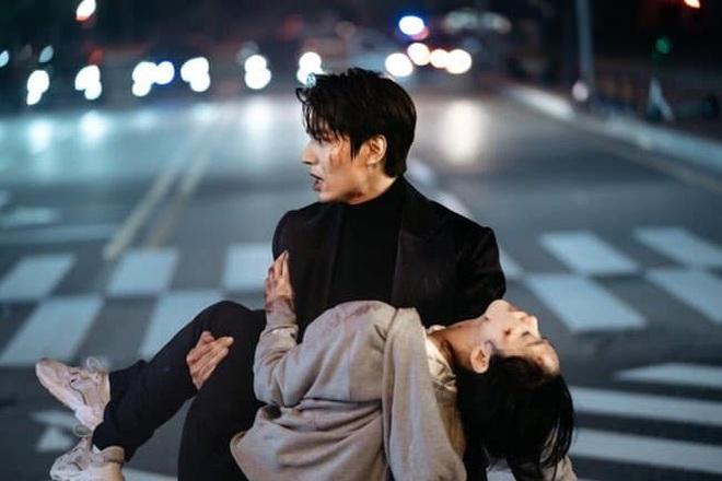 Nữ thủ tướng lỡ miệng spoil kết của Quân Vương Bất Diệt, Lee Min Ho và Kim Go Eun phải vội lấp liếm? - ảnh 1