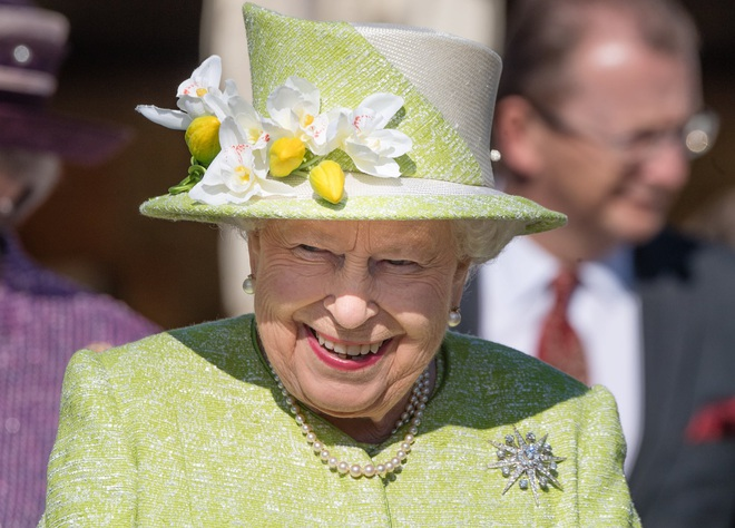 Bật mí bí quyết dưỡng nhan của Nữ hoàng Anh: Không bao giờ để người khác động chạm vào da, chỉ ưng duy nhất tuýp kem dưỡng ẩm 600k - ảnh 1