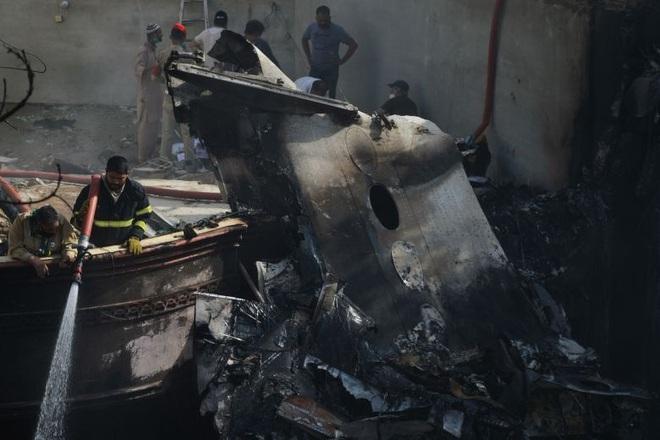 Người đàn ông may mắn thoát chết trong vụ rơi máy bay Pakistan vì lỗi hệ thống đặt vé online - ảnh 1