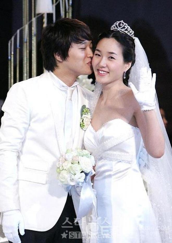 """Sao Hàn kết hôn với mối tình đầu: Tài tử """"Thử thách thần chết"""" chung thuỷ với tình 13 năm, chuyện tình Taeyang với minh tinh hiếm có - ảnh 1"""