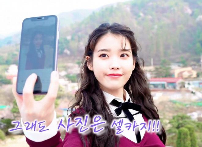 Hiếm idol nữ nào selfie mà đạt đến độ đẹp điên đảo như IU, kéo đến hình siêu zoom lồ lộ làn da và đường nét mới choáng - ảnh 1