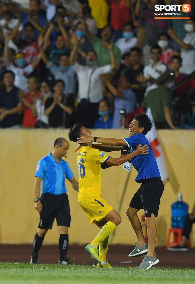 Cầu thủ HAGL ức chế, bóp cổ đối phương trong trận thua Nam Định - ảnh 9