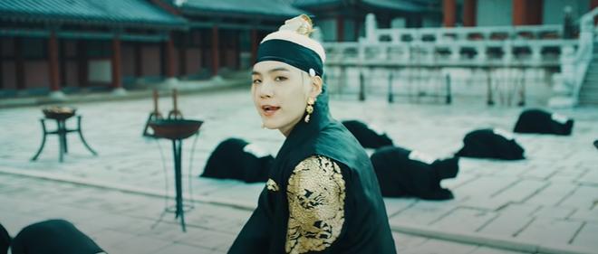 Giải mã MV của SUGA (BTS): Tên ca khúc là một điệu nhạc cổ, câu chuyện về vị Vua tàn bạo khét tiếng cùng rất nhiều biểu tượng văn hoá Hàn Quốc được cài cắm - ảnh 6