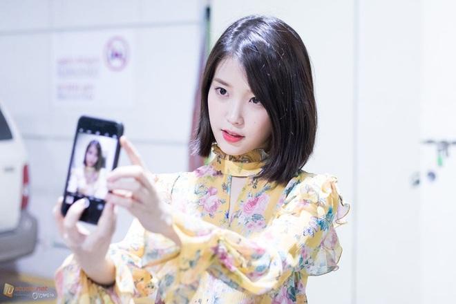 Hiếm idol nữ nào selfie mà đạt đến độ đẹp điên đảo như IU, kéo đến hình siêu zoom lồ lộ làn da và đường nét mới choáng - ảnh 2