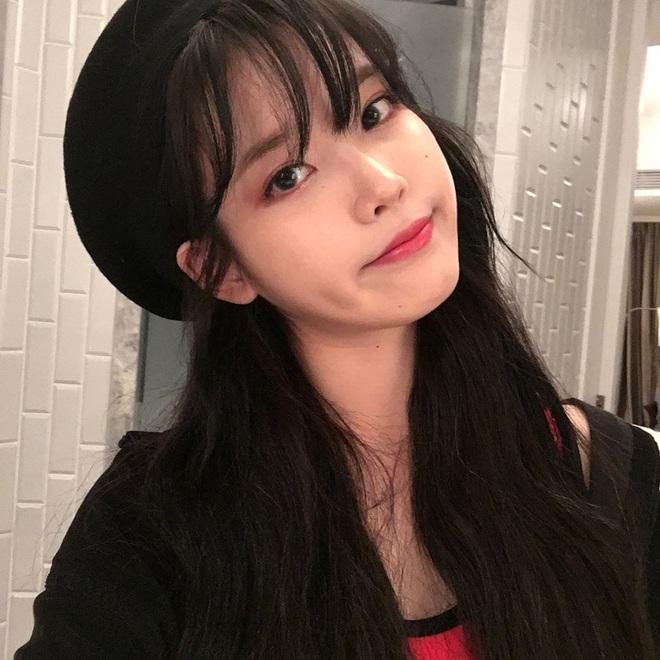 Hiếm idol nữ nào selfie mà đạt đến độ đẹp điên đảo như IU, kéo đến hình siêu zoom lồ lộ làn da và đường nét mới choáng - ảnh 11