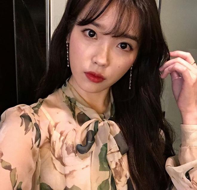 Hiếm idol nữ nào selfie mà đạt đến độ đẹp điên đảo như IU, kéo đến hình siêu zoom lồ lộ làn da và đường nét mới choáng - ảnh 10