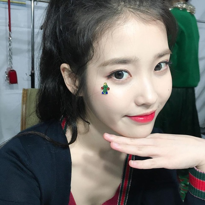 Hiếm idol nữ nào selfie mà đạt đến độ đẹp điên đảo như IU, kéo đến hình siêu zoom lồ lộ làn da và đường nét mới choáng - ảnh 8