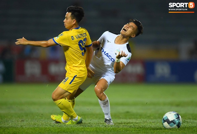 Cầu thủ HAGL ức chế, bóp cổ đối phương trong trận thua Nam Định - ảnh 6
