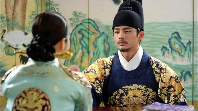 Giải mã MV của SUGA (BTS): Tên ca khúc là một điệu nhạc cổ, câu chuyện về vị Vua tàn bạo khét tiếng cùng rất nhiều biểu tượng văn hoá Hàn Quốc được cài cắm - ảnh 10