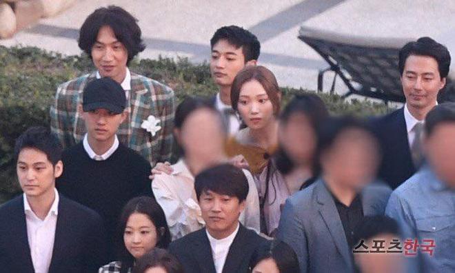 Bản sao bốc lửa của Song Hye Kyo bị hỏi về anh bạn trai Lee Kwang Soo ngay tại họp báo, đặc biệt hơn là danh tính người trêu - ảnh 5