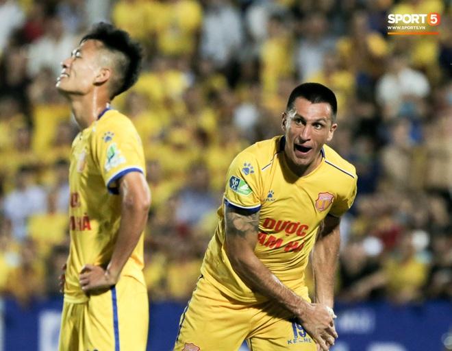Tiền đạo nhập tịch nổi giận, quát tháo cựu tuyển thủ U23 Việt Nam ngay trên sân: Cậu ta quá tham lam - ảnh 5