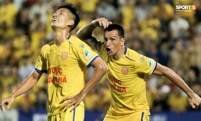 Tiền đạo nhập tịch nổi giận, quát tháo cựu tuyển thủ U23 Việt Nam ngay trên sân: Cậu ta quá tham lam - ảnh 3