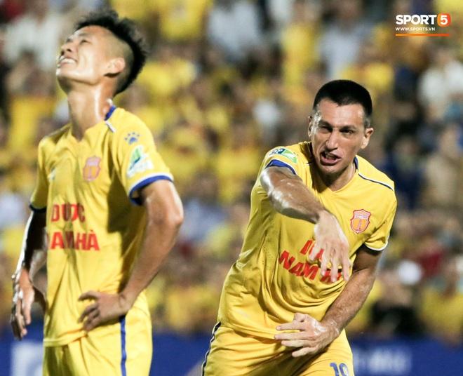 Tiền đạo nhập tịch nổi giận, quát tháo cựu tuyển thủ U23 Việt Nam ngay trên sân: Cậu ta quá tham lam - ảnh 4