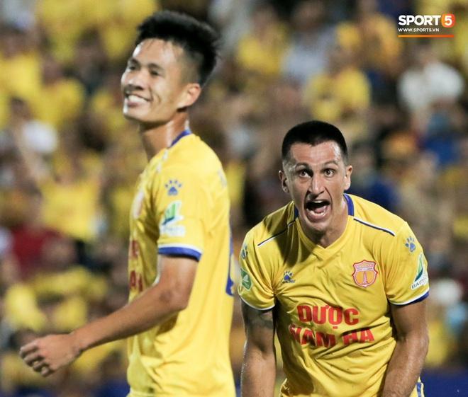 Tiền đạo nhập tịch nổi giận, quát tháo cựu tuyển thủ U23 Việt Nam ngay trên sân: Cậu ta quá tham lam - ảnh 6