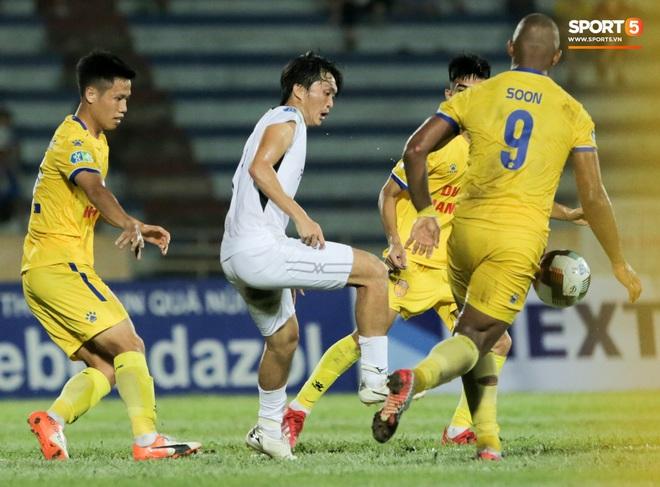 Tiền đạo nhập tịch nổi giận, quát tháo cựu tuyển thủ U23 Việt Nam ngay trên sân: Cậu ta quá tham lam - ảnh 10