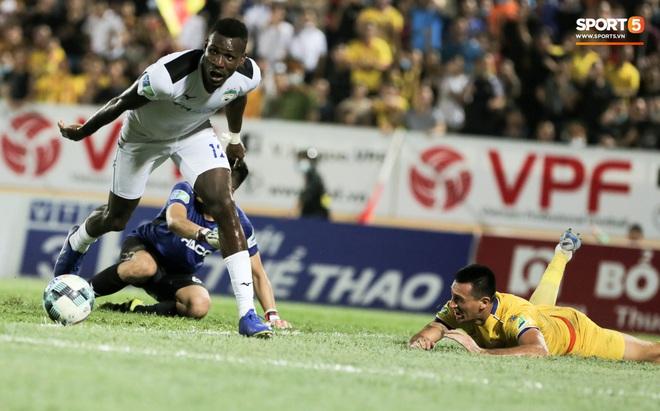 Tiền đạo nhập tịch nổi giận, quát tháo cựu tuyển thủ U23 Việt Nam ngay trên sân: Cậu ta quá tham lam - ảnh 8