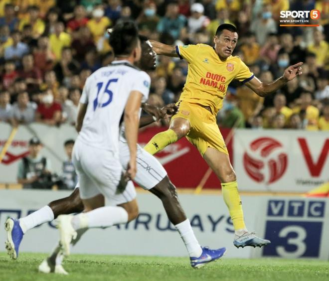 Tiền đạo nhập tịch nổi giận, quát tháo cựu tuyển thủ U23 Việt Nam ngay trên sân: Cậu ta quá tham lam - ảnh 7