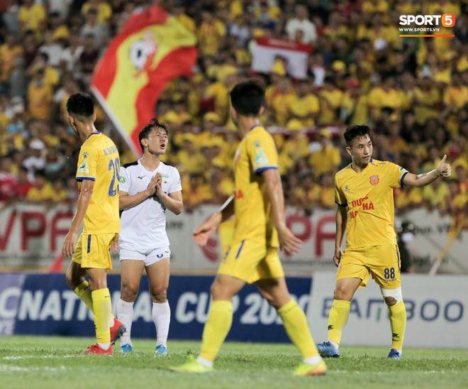 Tiền đạo nhập tịch nổi giận, quát tháo cựu tuyển thủ U23 Việt Nam ngay trên sân: Cậu ta quá tham lam - ảnh 12