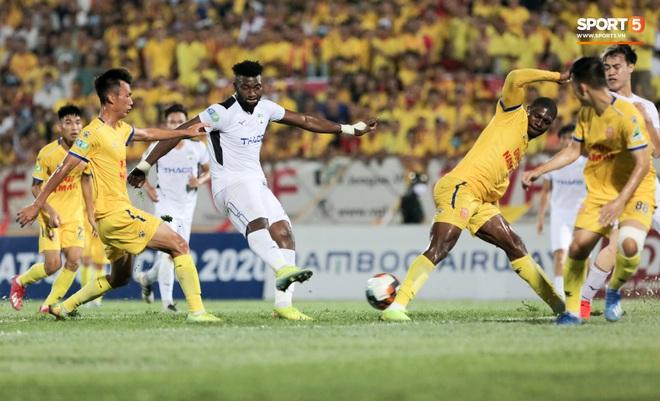 Tiền đạo nhập tịch nổi giận, quát tháo cựu tuyển thủ U23 Việt Nam ngay trên sân: Cậu ta quá tham lam - ảnh 11