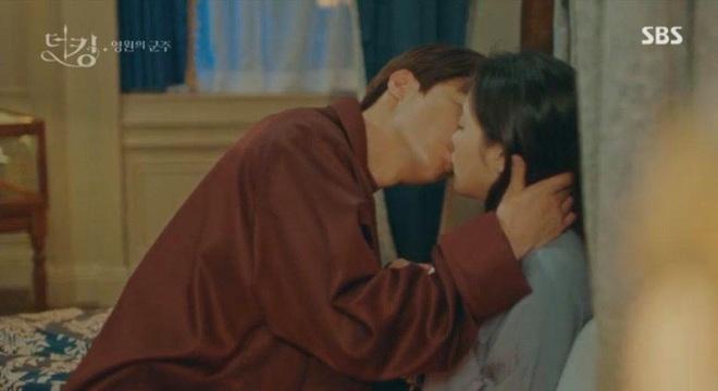 Tập 12 Quân Vương Bất Diệt trả bài cực hot cảnh giường chiếu của Lee Min Ho: Hết hôn cổ tới luôn bước hạ sinh thái tử? - ảnh 2