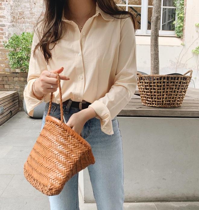 Hè này không cần điên cuồng sắm nhiều túi xách, chị em cứ đầu tư vào đúng 3 mẫu túi này là mặc đẹp trong mọi hoàn cảnh - ảnh 4