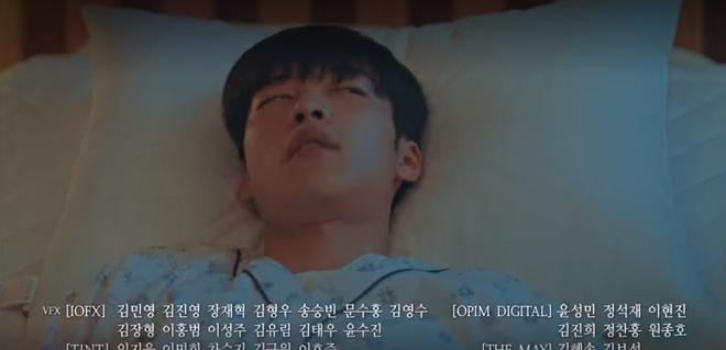 Hoang mang preview tập 13 Quân Vương Bất Diệt: Jo Yeong tiêm thuốc giết luôn song trùng Eun Seob? - ảnh 3