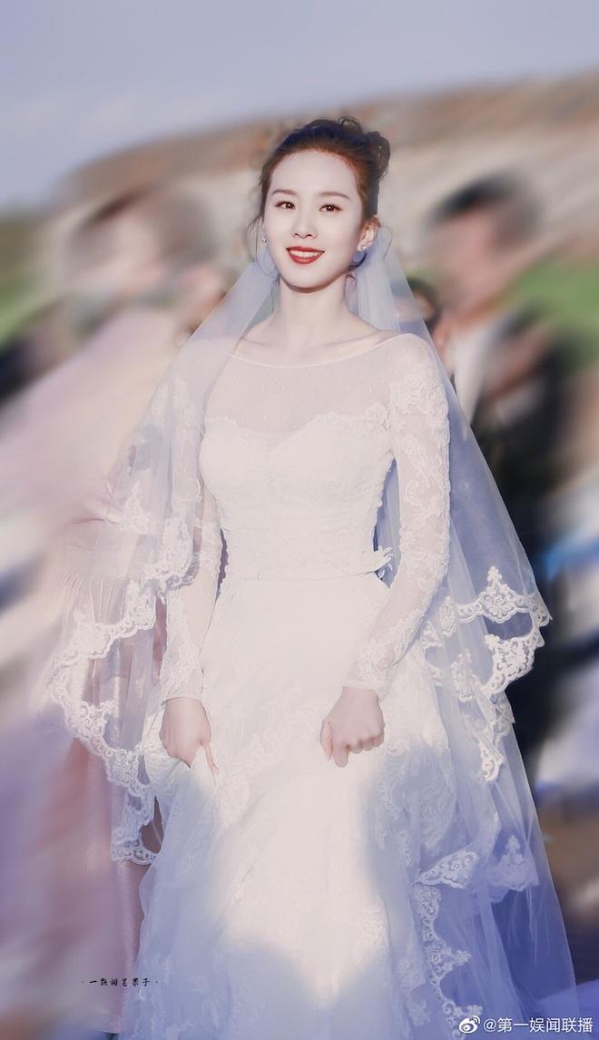 9 cô dâu nhan sắc đỉnh bức người ở màn ảnh Hoa ngữ: Cứ nghĩ thần thái là thế nhưng Địch Lệ Nhiệt Ba vẫn chưa phải đỉnh nhất nha! - ảnh 10