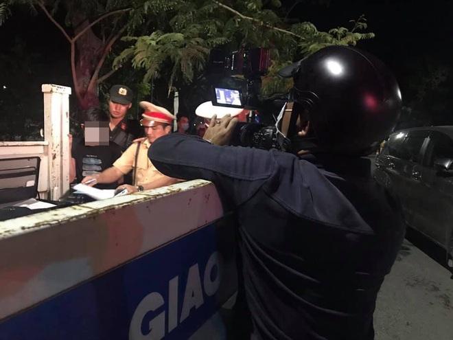 Thanh niên bị CSGT chặn bắt khi đi ô tô về nhà lấy ma tuý cho bạn nhậu sử dụng - ảnh 1