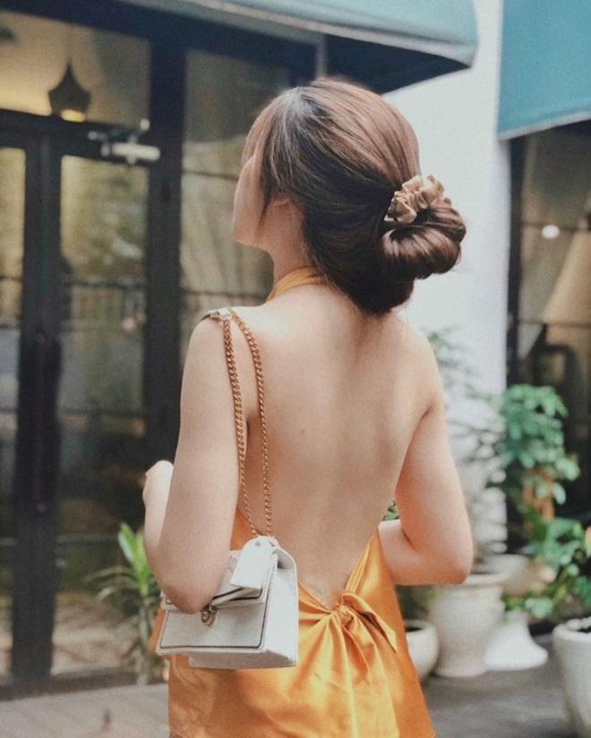Kiểu áo váy khoét lưng gợi cảm na ná áo Jennie đang cực hot ở các shop mà giá lại chỉ vài ba trăm, chị em còn chờ gì mà không tậu - ảnh 10