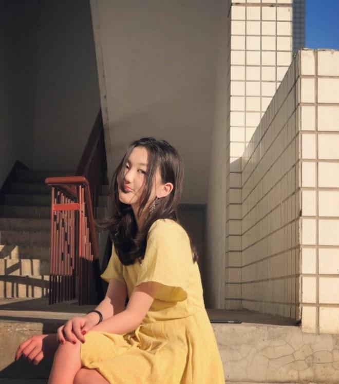 Dậy thì thành công như con gái Lý Á Bằng: Từng mặc cảm vì hở hàm ếch, nay vừa mặc đẹp lại vừa biết makeup xinh hơn bội phần - ảnh 9