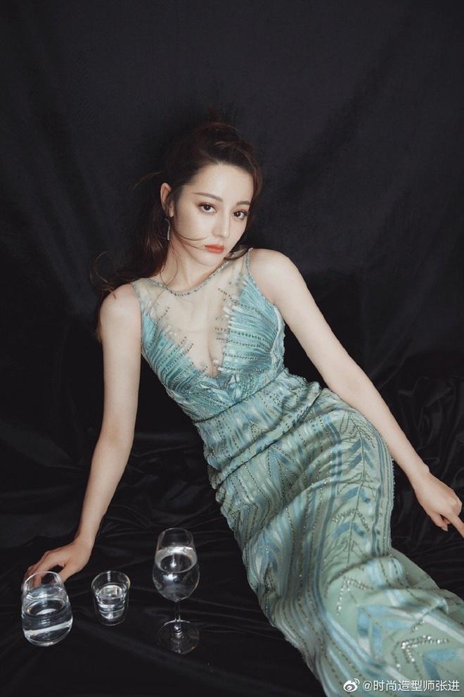 Thợ make up của Địch Lệ Nhiệt Ba gây bão Cbiz: Visual chẳng kém minh tinh, phù phép nhan sắc cho cả Dương Mịch - Trịnh Sảng - ảnh 15