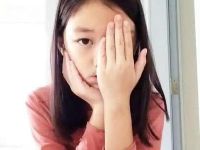 Dậy thì thành công như con gái Lý Á Bằng: Từng mặc cảm vì hở hàm ếch, nay vừa mặc đẹp lại vừa biết makeup xinh hơn bội phần - ảnh 1