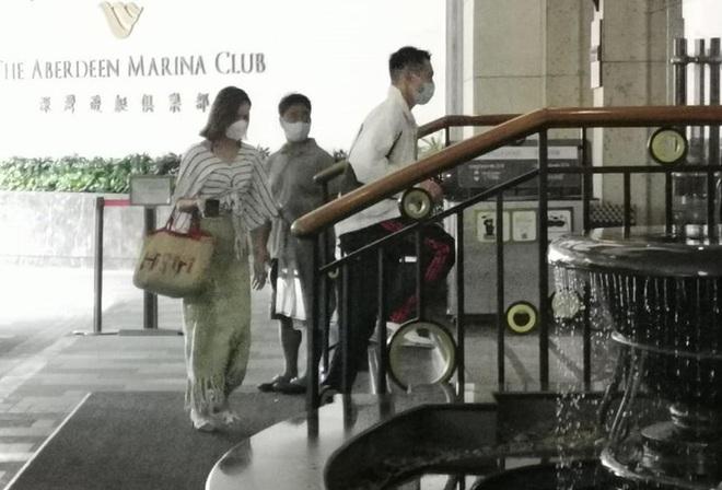 Chuyện tình hot nhất Cbiz hôm nay: Thiếu gia gia tộc trùm sòng bạc Macau lộ ảnh hẹn hò, nữ chính là Hoa hậu profile khủng - Ảnh 2.