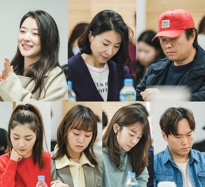 Chưa kịp trả nghiệp ở Mystic Pop-up Bar, dì hai bán rượu Hwang Jung Eum đã vội bắt trend gái ế theo Jang Nara - ảnh 5