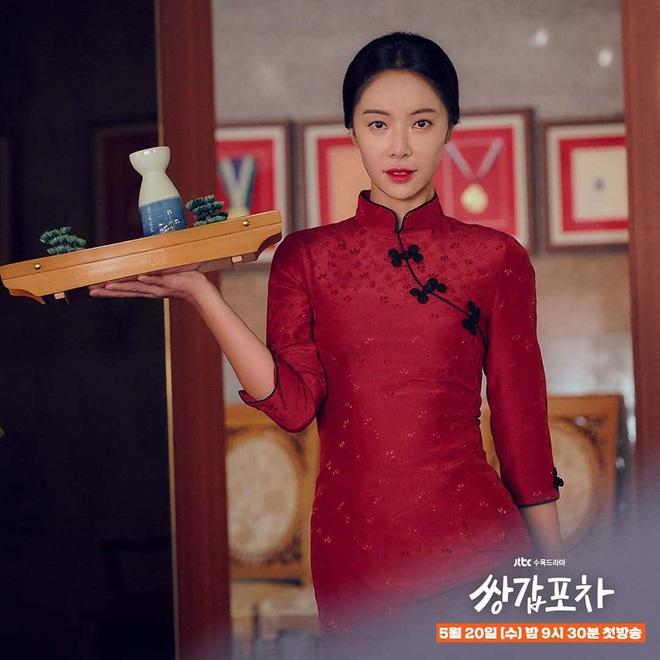 Chưa kịp trả nghiệp ở Mystic Pop-up Bar, dì hai bán rượu Hwang Jung Eum đã vội bắt trend gái ế theo Jang Nara - ảnh 2