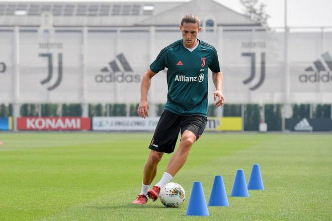 Ronaldo cơ chân săn chắc trong trạng thái bộc phá, thế mới thấy tập luyện ở nhà vì Covid-19 chưa bao giờ là vấn đề với anh - ảnh 4