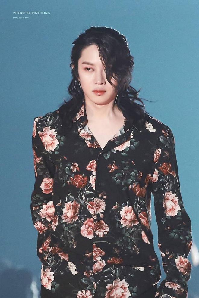"""Kim Heechul tiết lộ tin đồn đồng tính gây sốc nhất của bản thân: Hết tình tay ba đến """"bắt cá"""" cùng lúc 2 người đàn ông - ảnh 6"""