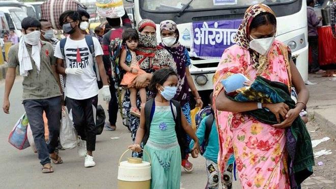Ấn Độ nguy cơ bùng phát Covid-19 từ người lao động di cư trong nước - ảnh 1
