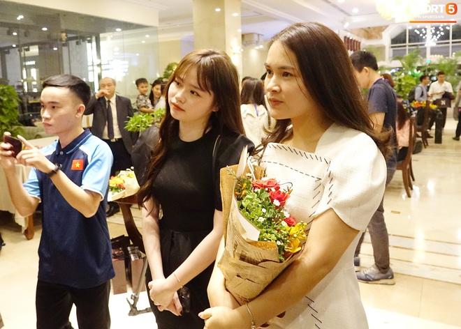 Quang Hải và Huỳnh Anh liên tục lạc mất nhau khi tham dự sự kiện ở Sài Gòn - ảnh 7