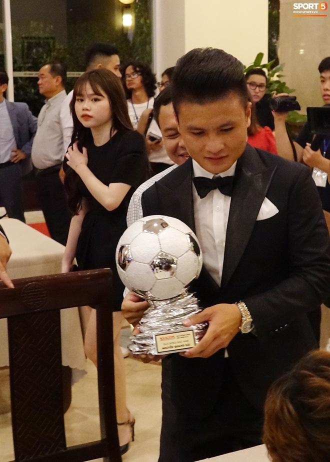 Quang Hải và Huỳnh Anh liên tục lạc mất nhau khi tham dự sự kiện ở Sài Gòn - ảnh 2