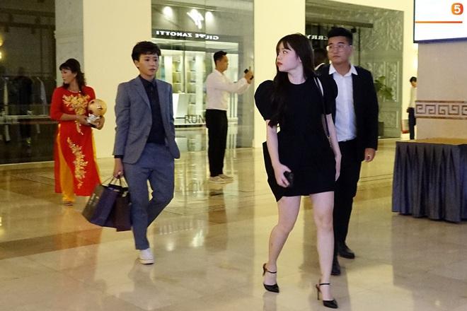 Quang Hải và Huỳnh Anh liên tục lạc mất nhau khi tham dự sự kiện ở Sài Gòn - ảnh 10