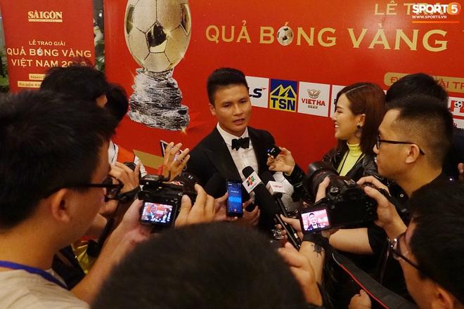 Quang Hải và Huỳnh Anh liên tục lạc mất nhau khi tham dự sự kiện ở Sài Gòn - ảnh 8