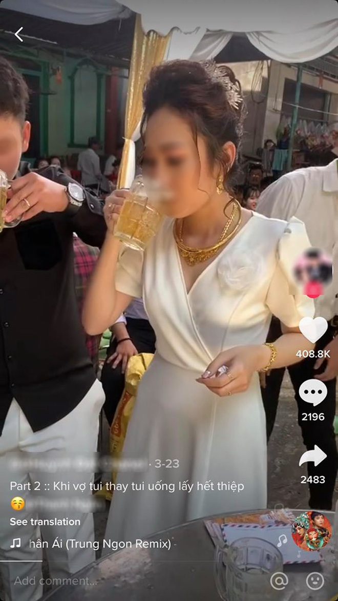 Xôn xao clip cô dâu thay chồng uống cạn 3 cốc bia để nhận được tiền mừng cưới từ hội bạn thân - ảnh 1