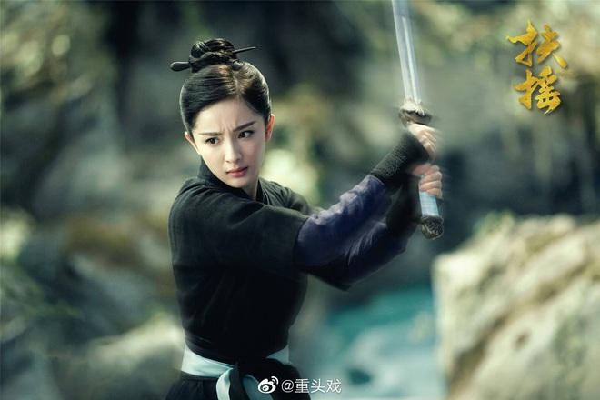 Dương Mịch đi đường quyền siêu đỉnh ở hậu trường phim, netizen cà khịa: Xem mà tưởng Phù Dao năm nào cơ! - ảnh 13