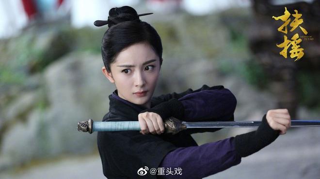 Dương Mịch đi đường quyền siêu đỉnh ở hậu trường phim, netizen cà khịa: Xem mà tưởng Phù Dao năm nào cơ! - ảnh 14